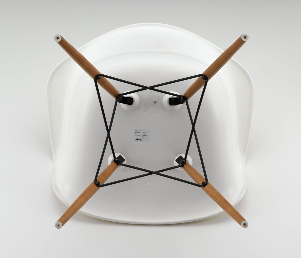 Eames Plastic Armchair DAW Stuhl